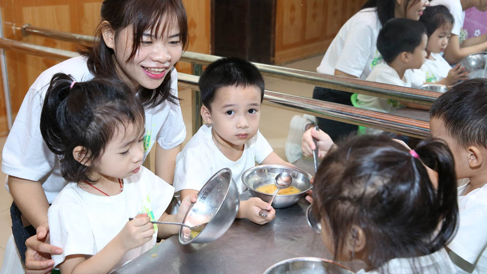 Amway Vietnam's plan to support more than 85,000 malnourished children